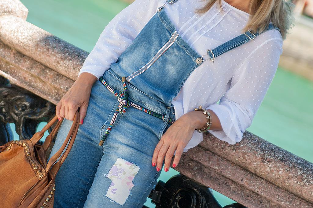 Ainhoa Olarreaga de MASSADA posando con ropa de AN·GI.