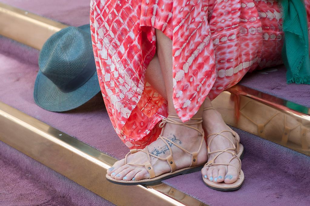 Detalle de sandalias de AUKA.