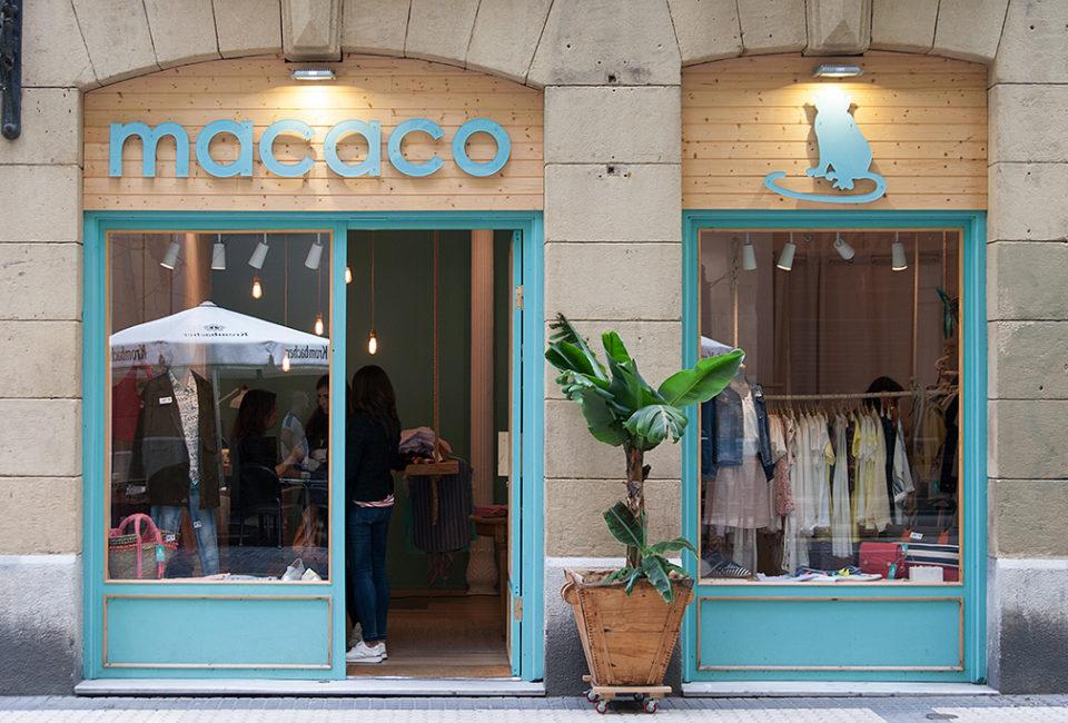 Exterior del comercio MACACO.