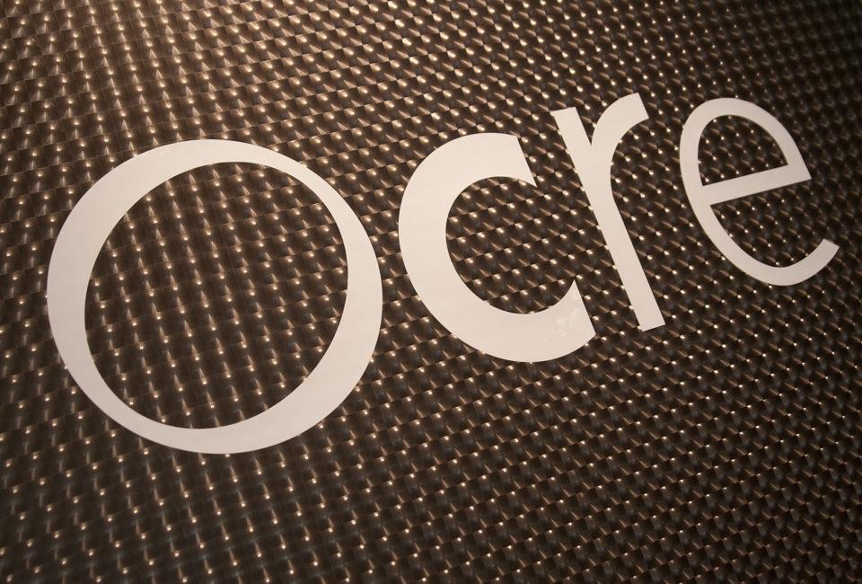 Logo de OCRE en el interior del comercio.