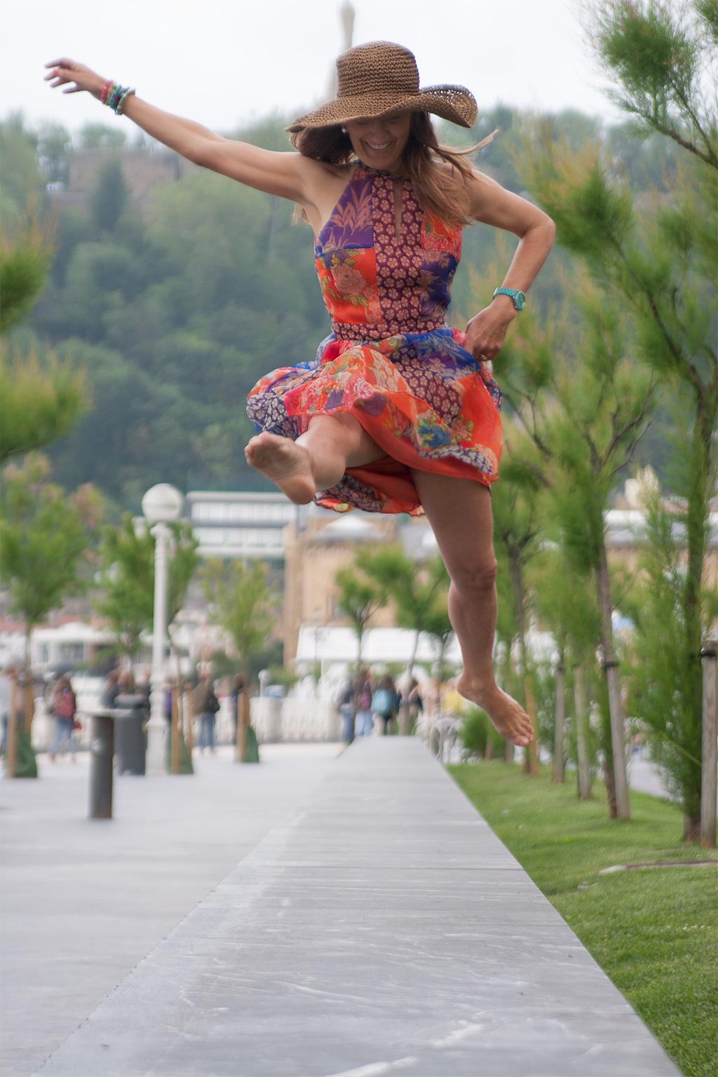 Idoia Lecumberri de NIKABIO BALLET posando con ropa y complementos de SKETCH CONCEPT.
