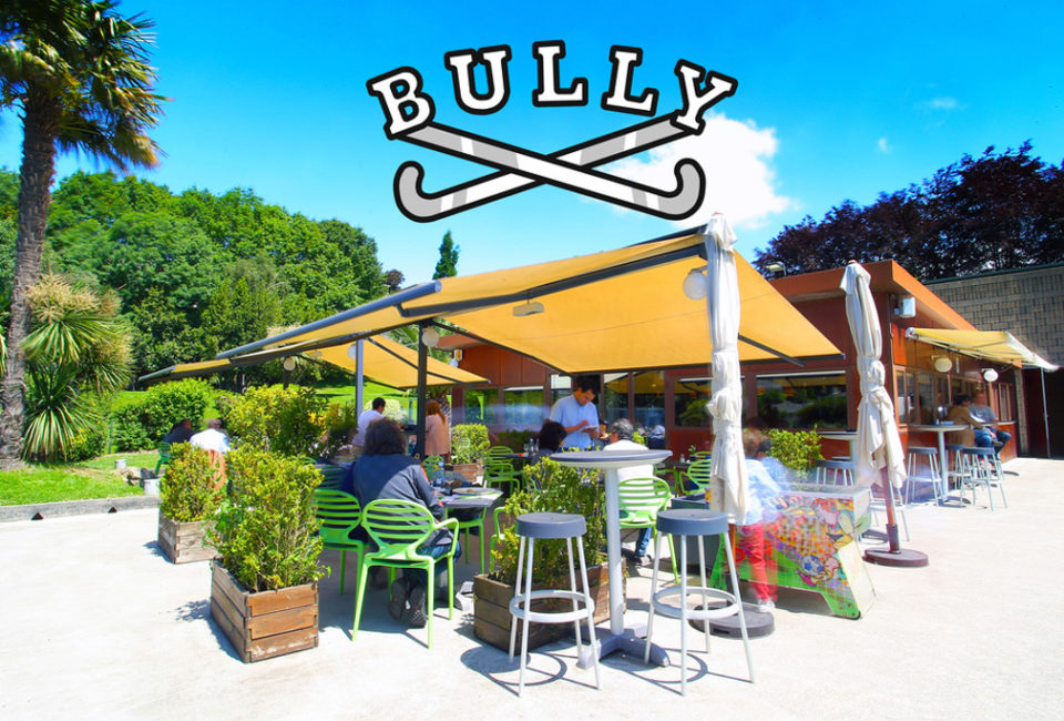 Exterior del local café-bar-restaurante BULLY.