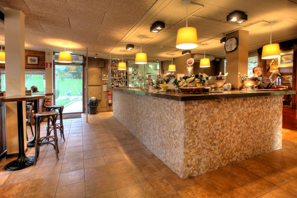 Interior del local café-bar-restaurante BULLY.