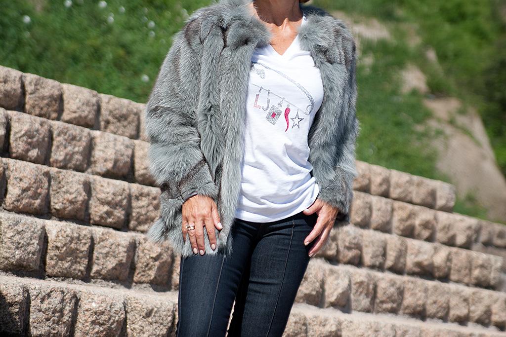 Cecilia Bronte posando para Muselines con prendas de OCRE.
