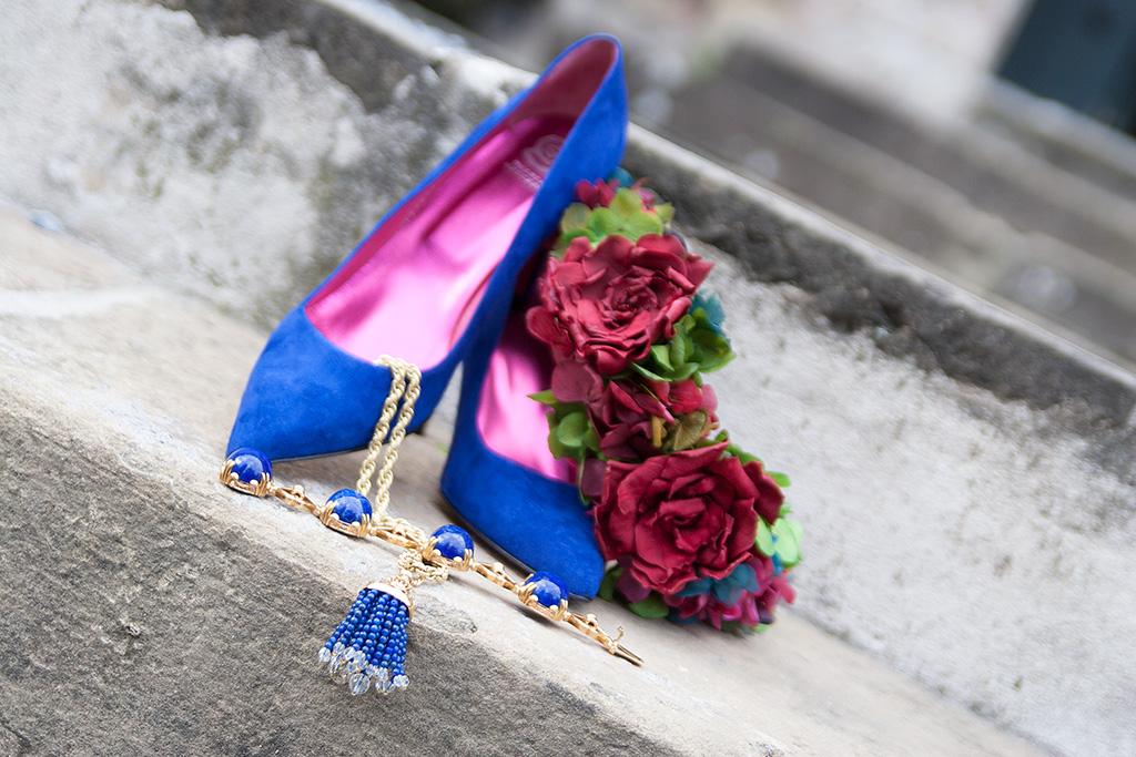 Zapatos de Ainhoa Etxeberria - The Shoe Boutique, corona floral de Endanea Garden y joyas Munoa.