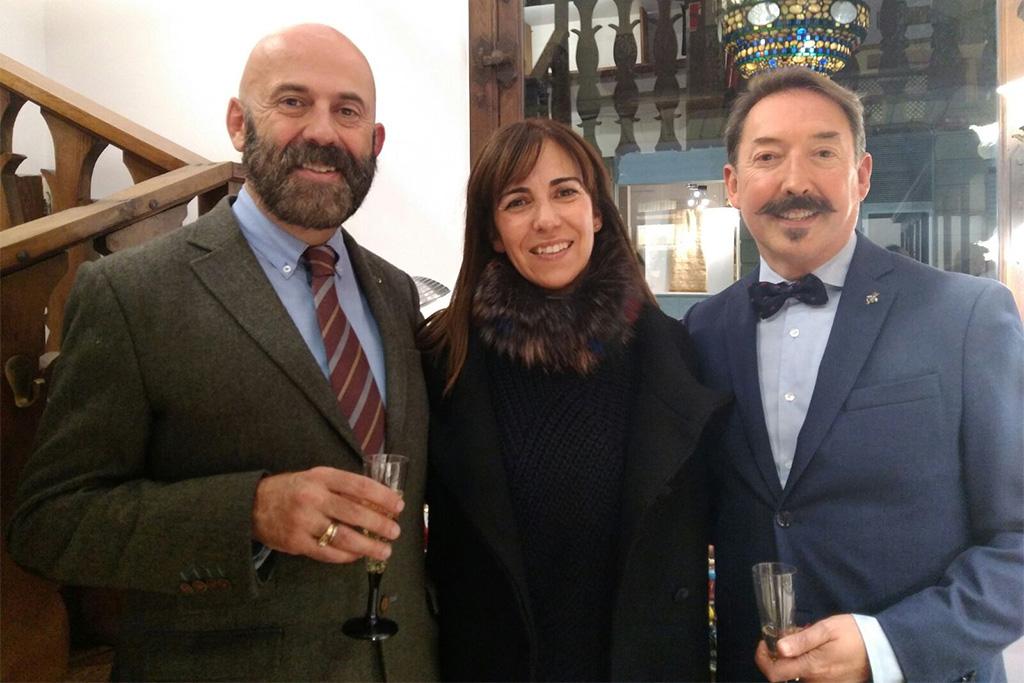 Laura de Muselines con Claudio Munoa y su pareja Gonzalo.