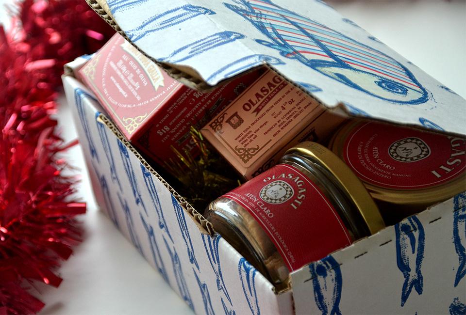Productos de Conservas Olasagasti en caja regalo para Navidad.