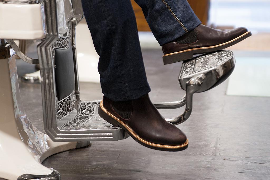 Detalle de calzado de Ayestaran dentro de LA BARBERIA DE JUAN