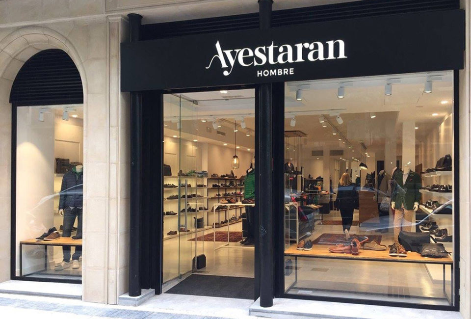 Exterior de la tienda AYESTARAN.