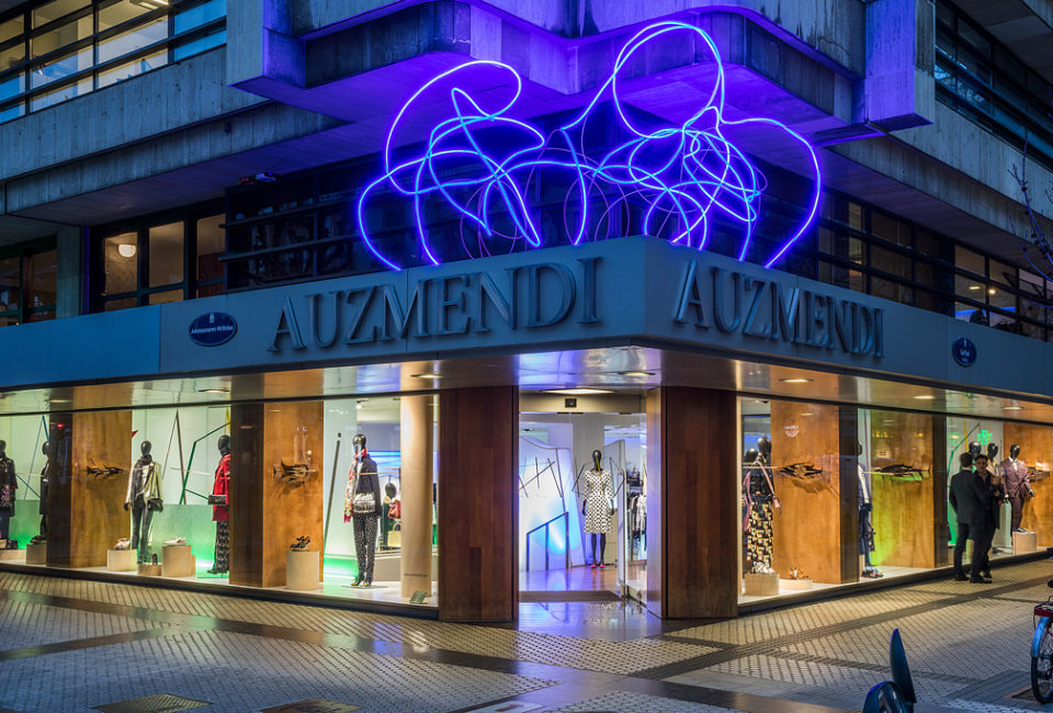 Exterior de la tienda Auzmendi.
