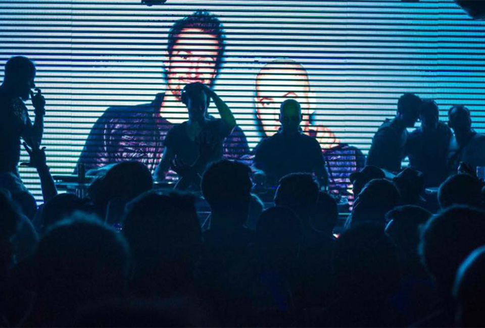 2LOVERS DJS pinchando en una fiesta de Bataplán Disco