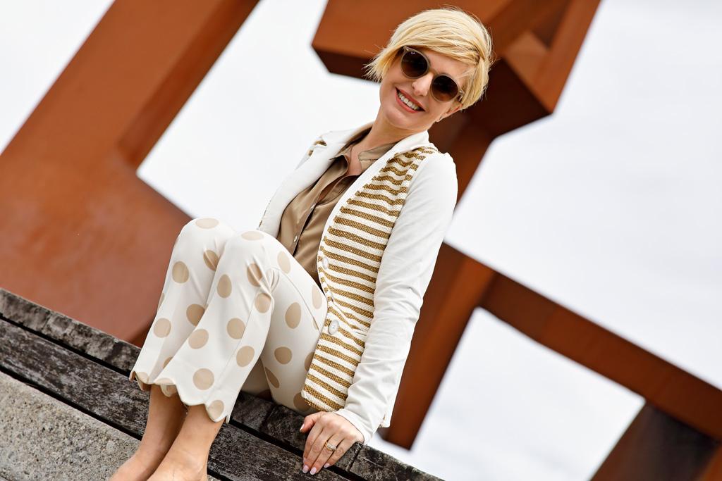 Eugenia Arrieta posando con prendas de Lali Badiola. Maquillaje y peluquería por Marta G estilismo.