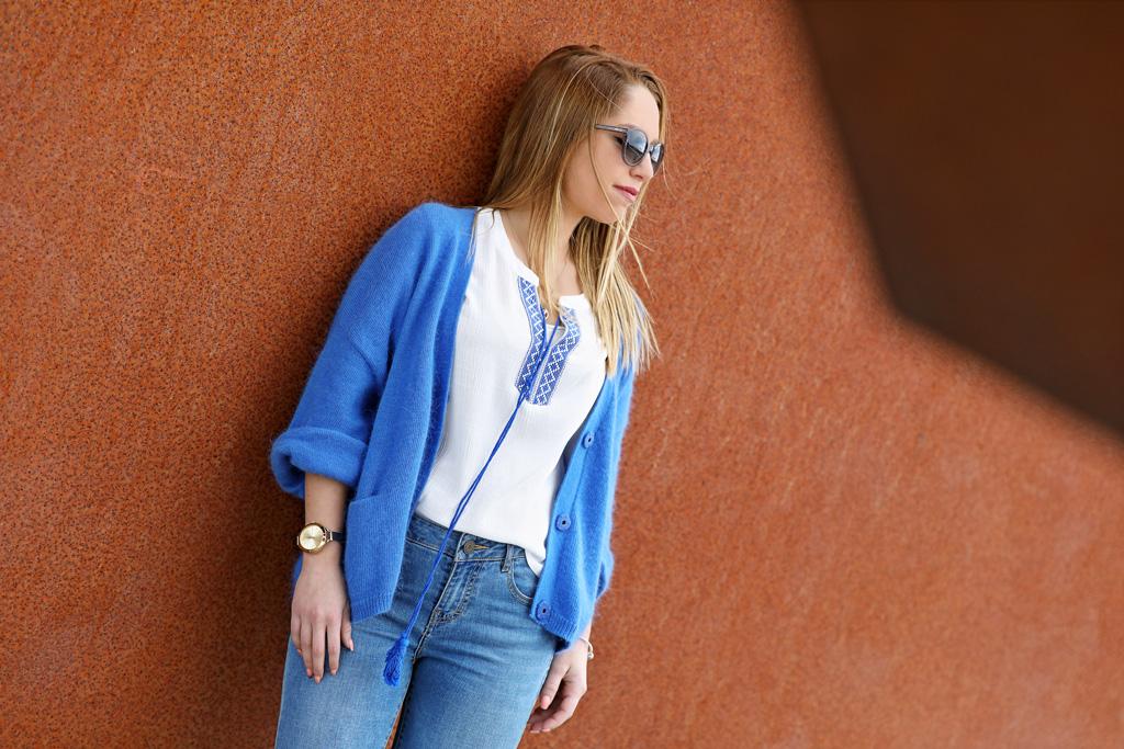 Ane Arrieta posando para Muselines con prendas de El Hangar de Sophie y gafas de Minzu Óptica