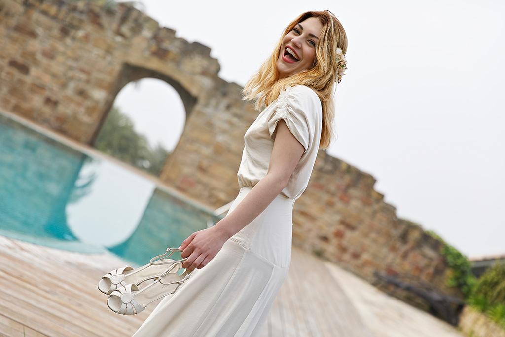 Alejandra Elena Martínez de Lizarduy posando para Muselines con vestido de novia Sessùn Oui, exclusivo en Minük