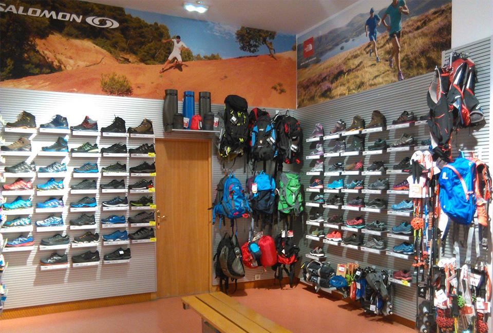 Imagen del interior de la tienda deportiva ROBERS.